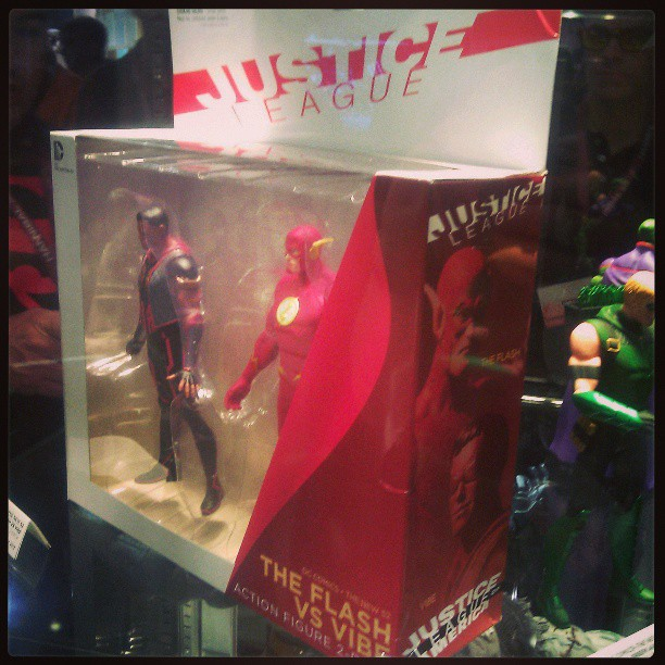 Flash & Vibe 2-Pack at DC comics booth at #Wondercon #wcdc #justiceleague