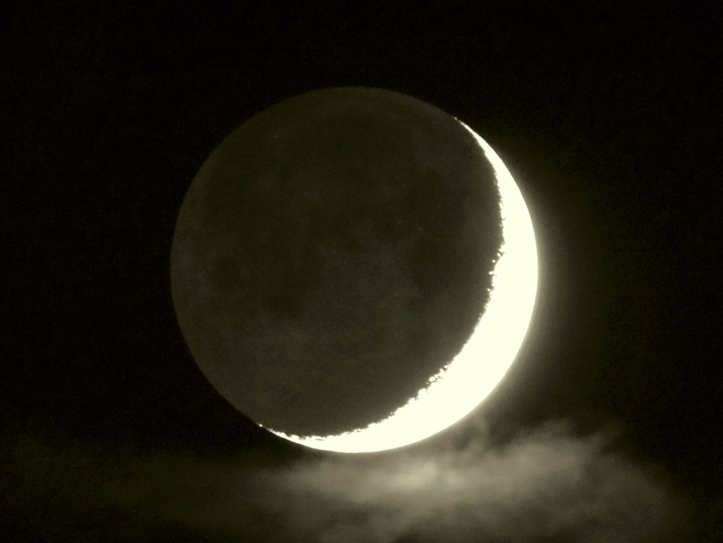 Moon lit by earthshine