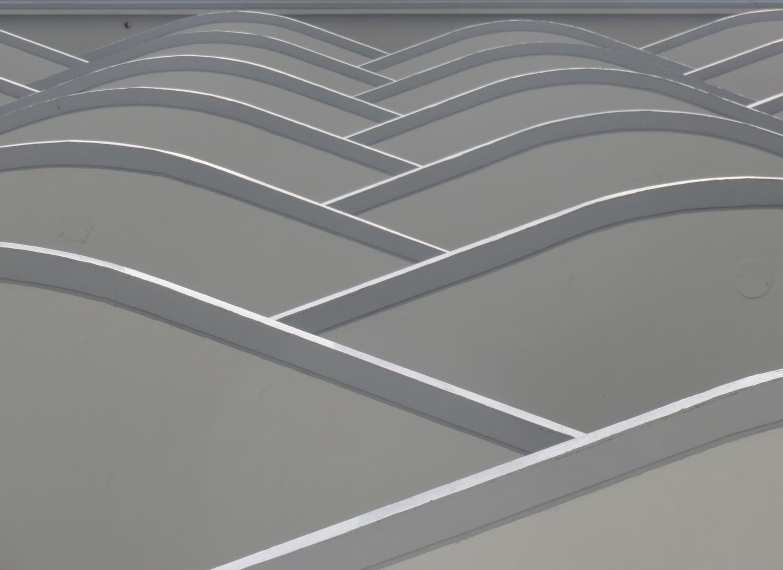 Interleaved curves.